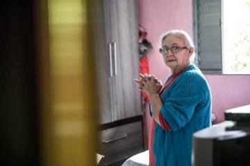Aos 66 anos, Nailda Mendes de Moraes Silva não sabe se algum dia conseguirá se aposentar, já que não contribuiu tempo suficiente para o INSS e, como o marido recebe uma aposentadoria, não conseegue se enquadrar nas regras do BPC.