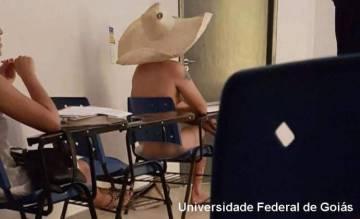 Também voltou a circular imagem de estudante que tirou a roupa por alguns minutos em brincadeira durante aula de arte contemporânea na Universidade Federal de Goiás, em 2017.