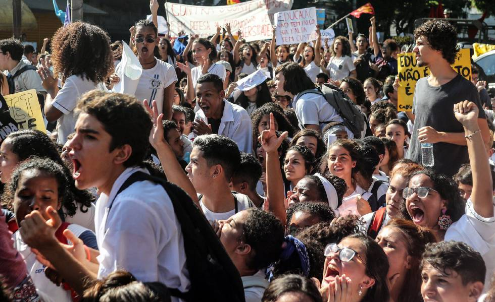 greve e protestos estudantis contra Bolsonaro