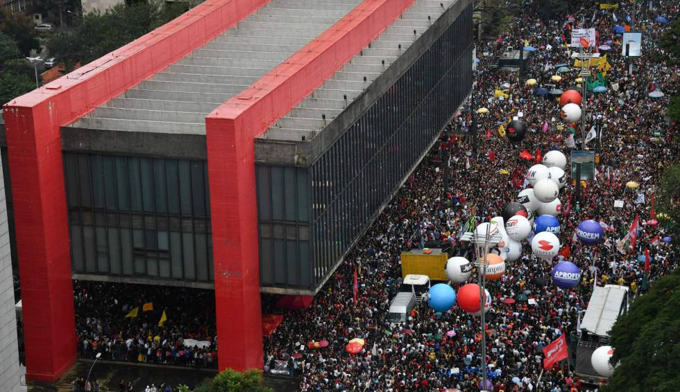 Resultado de imagem para protesto contra bolsonaro
