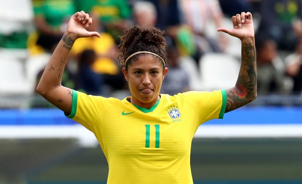 Cristiane comemora gol na estreia do Brasil na Copa do Mundo.