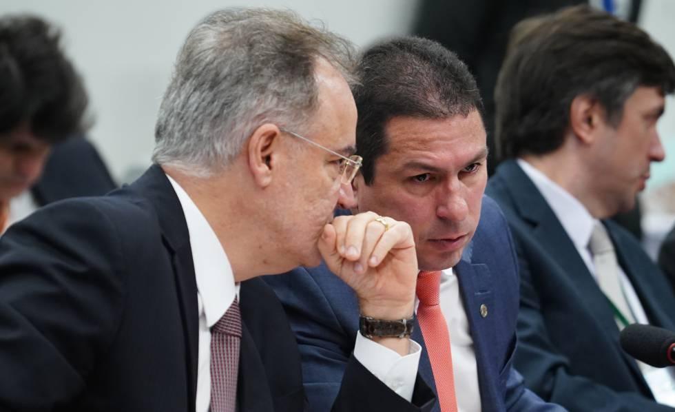 Os deputados Samuel Moreira e Marcelo Ramos, na comissão da reforma.