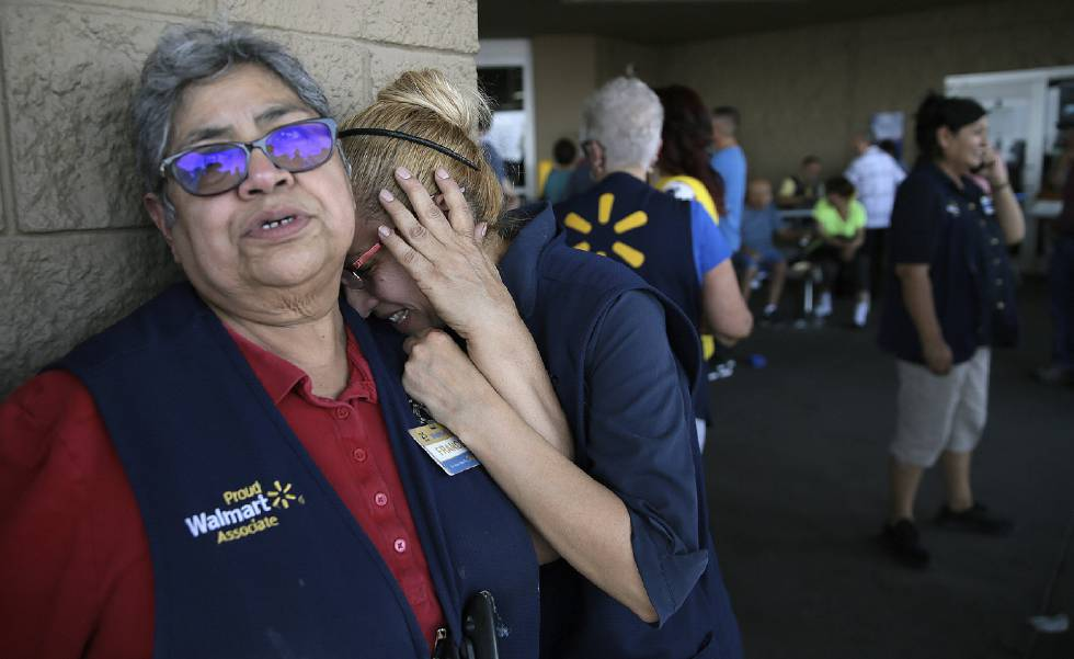 Funcionários da rede Walmart abalados depois de tiroteio em uma loja no Texas.