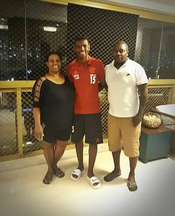 Sarah e Uedson, em uma das últimas fotos com o filho Pablo Henrique.