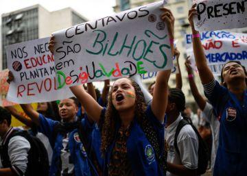 Estudantes voltam às ruas contra o bloqueio do Orçamento de universidades