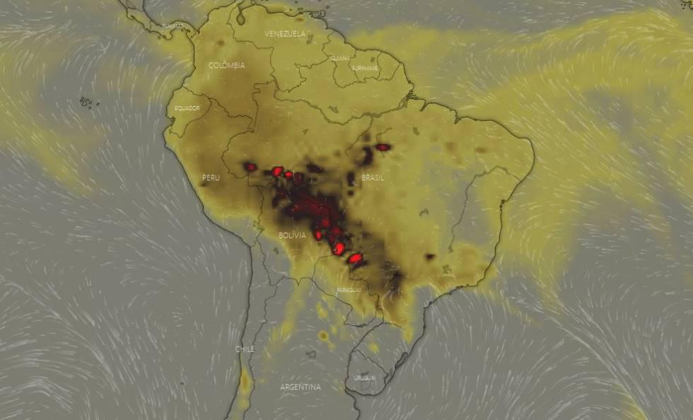 En la imagen del 19 de agosto, unas manchas rojas muestran una alta concentración en la atmósfera de monóxido de carbono (CO) en los Estados del Acre, Rondonia, Mato Grosso y Mato Grosso del Sur, pasando por Bolivia y Paraguay, debida a los incendios.