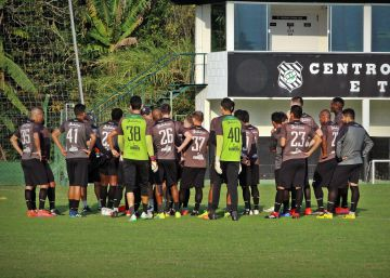 Greve de jogadores no Figueirense coloca em xeque o modelo clube-empresa