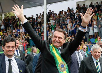 Bolsonaro rebate onda impopular com Moro, Edir Macedo e Silvio Santos em desfile