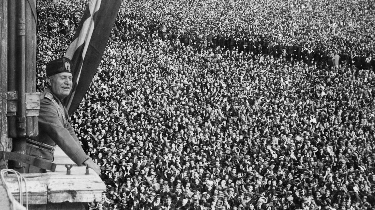 "Benito Mussolini, durante a proclamación do ""Império italiano"" o 9 de maio de 1936 em Roma."