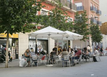 Barcelona vol frenar l'obertura de bars al triangle de Sants-Hostafrancs