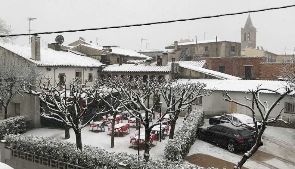 La nieve llega a la costa catalu a el pa s - El tiempo en macanet de la selva ...
