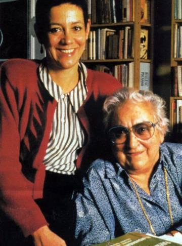 Maria Aurèlia Capmany amb Montserrat Roig, el 1991.