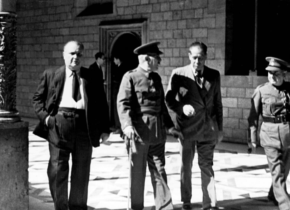El general Batet, responsable de sufocar el 6 d'octubre, al Palau de la Generalitat.