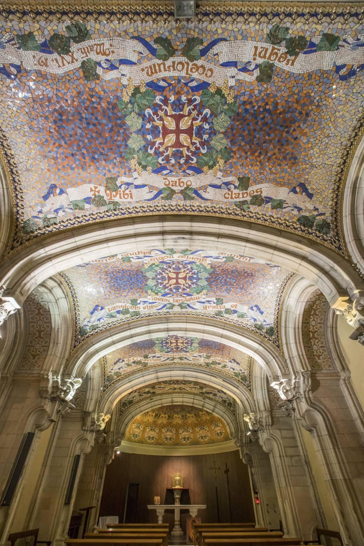 Bóveda de la cripta de San Juan de Gràcia, de Francesc Berenguer, que desde 2016 se asegura que es de Gaudí.