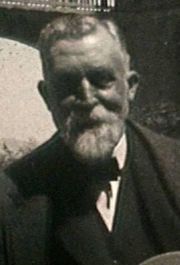 Antoni Gaudí el 1925, d'un casament a Montserrat.