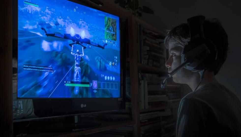 Resultado de imagen para niños jugando fortnite