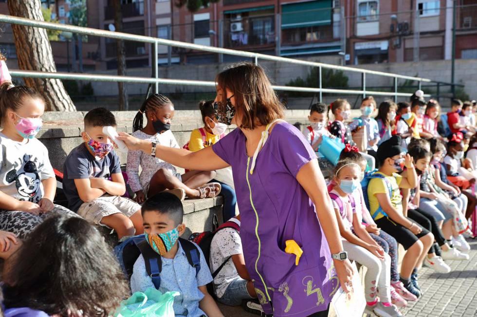 Retorn a les aules amb dos centres ja tancats per casos de covid |  Catalunya | EL PAÍS Catalunya