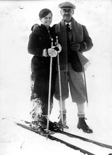 El trasbals després de visitar la dona al balneari portà Thomas Mann (a dalt) a protegir-se d'una realitat que no li agrada a 'La muntanya màgica'.