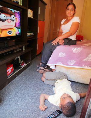 Madre soltera de guatemala se deja coger para asi poder mantener a su bendicion - 1 4
