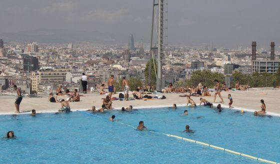 las piscinas de barcelona son escasas y caras catalu a