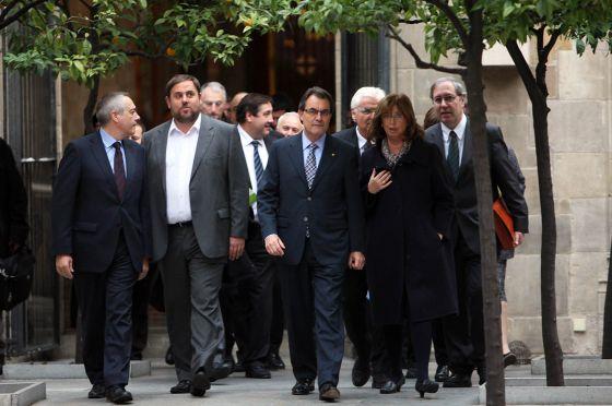 Artur Mas en el centro junta a Irene Rigau a la izquierda y Oriol Junqueras y Pere Navarro. / CARLES RIBAS