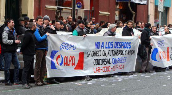 Trabajadores de alfa critican en eibar la actitud de las for Oficina kutxabank madrid