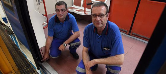 The two Metro workers who discovered the check, Emilio Guerra and José Manuel del Cura.