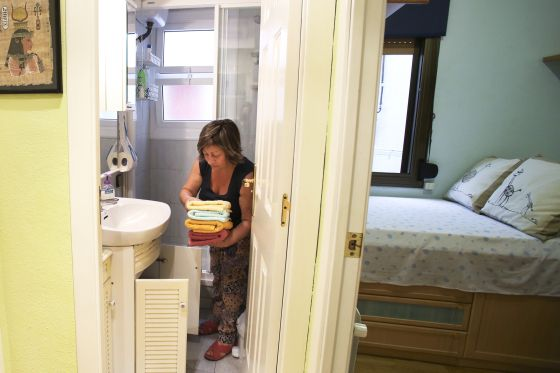 Rosa María Sánchez rents out rooms in her flat to help pay the bills.