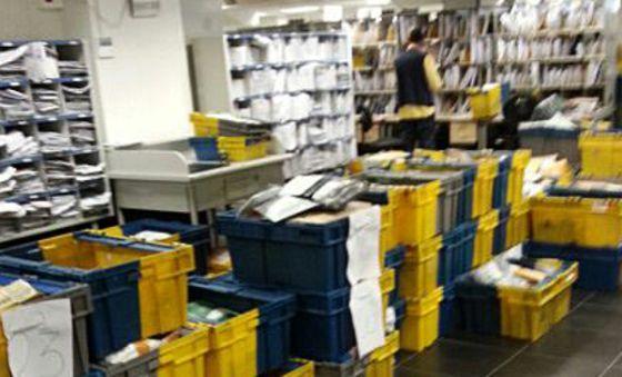 Medio mill n de cartas sin entregar en majadahonda for Oficina correos madrid