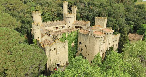 El castell de canet de mar escenari de joc de trons for Piscina canet de mar