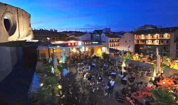 Gau caf el ayuntamiento cierra la terraza de la uned en for Terrazas nocturnas madrid