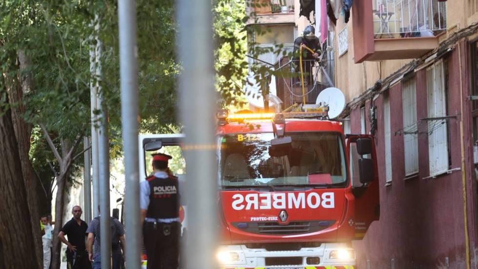 Dos hermanos de cuatro y seis años mueren en un incendio en Barcelona