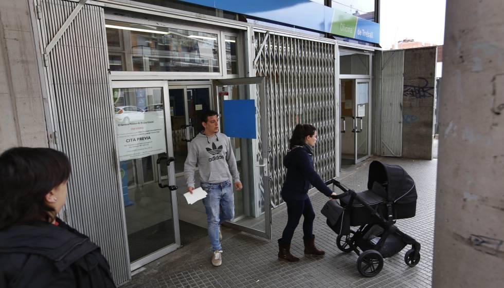 Mil euros de sueldo por un empleo con formaci n para for Oficinas soc barcelona