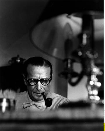 Georges Simenon, en su despacho, en 1962.