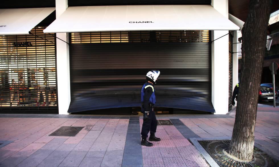 En Bolsos Unos Roban Tienda 250 Una Ladrones Euros Valor Por 000 De sdrhxtCQ