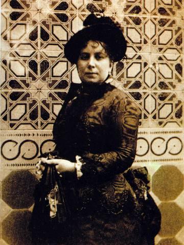Isabel López Bru en el Palacio Fonollar, junto al arrimadero que luego se trasladó a Nou de la Rambla.