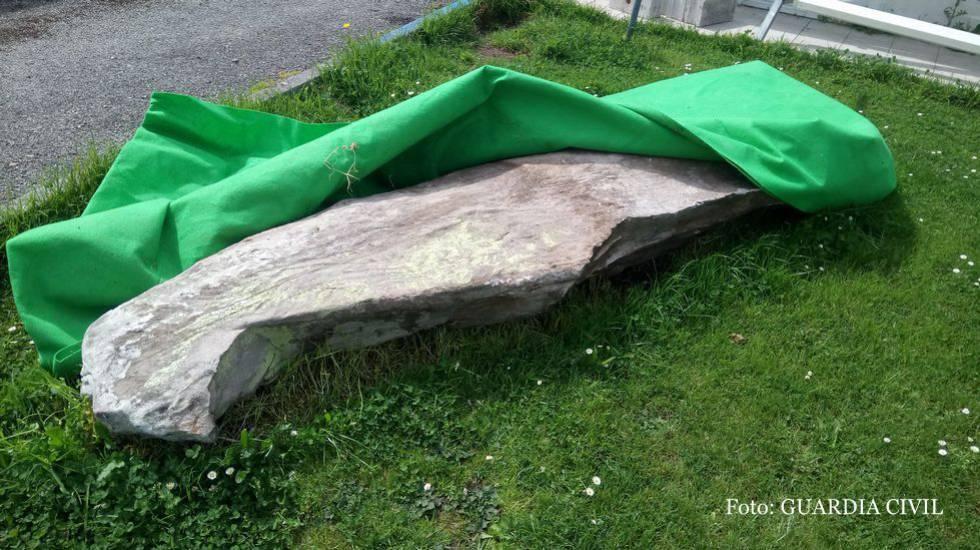 Decorar El Jardin Con Un Dolmen Expoliado