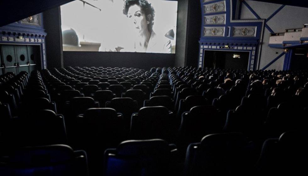 Yelmo moderniza el cine comedia tras hacerse con su for Yelmo cines barcelona