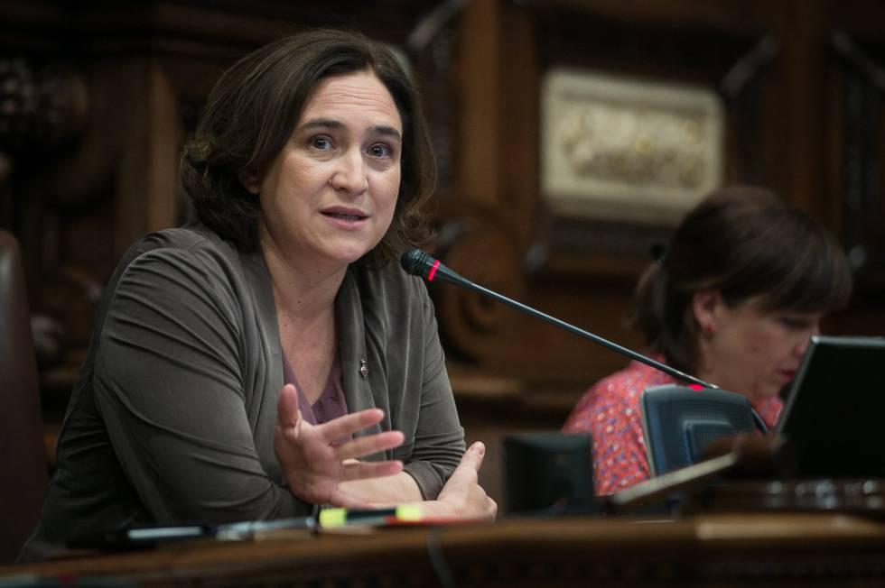 La alcaldesa de Barcelona, Ada Colau, hoy en el pleno.