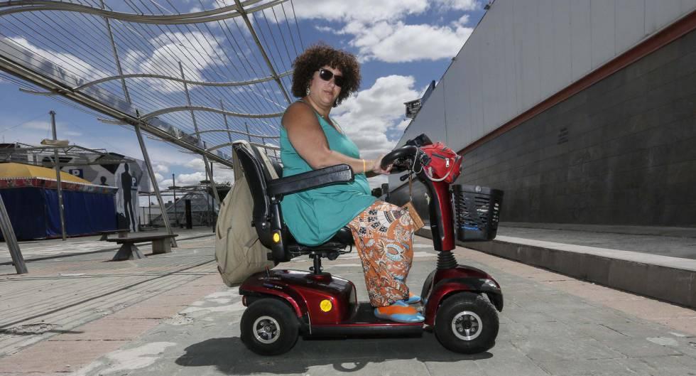Mónica, la vecina de Coslada que denuncia las dificultades de acceso a distintos espacios de su municipio