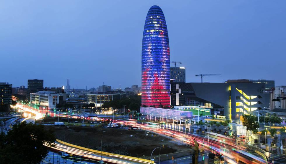 Torre Agbar de Barcelona, una de las candidatas a albergar la agencia del medicamento. rn