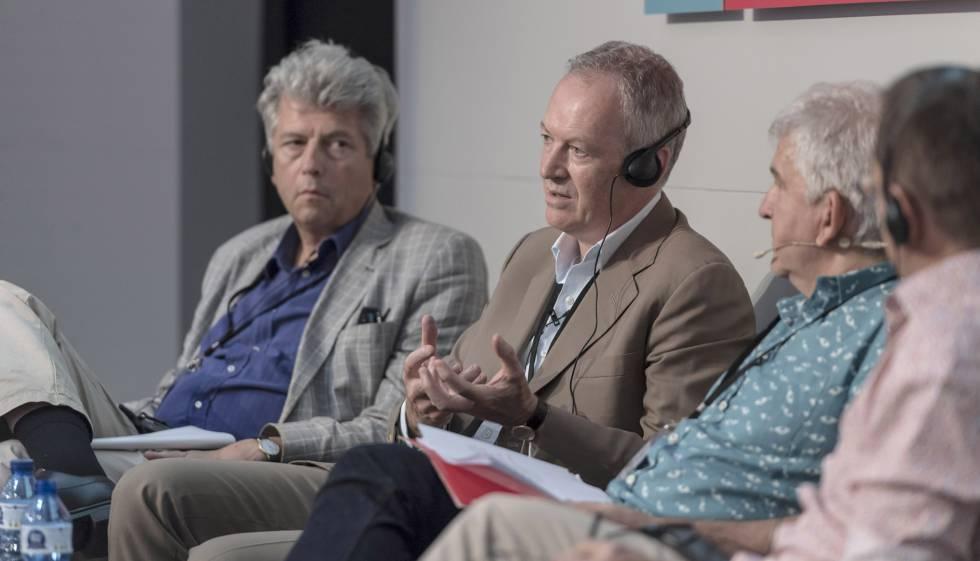 Maarten Asscher (izquierda), James Daunt, Antonio Ramírez y Nicolas Vivès, ayer en el debate.