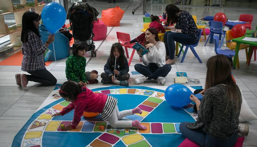 Niños jugando en el Hospital de Sant Pau de Barcelona.