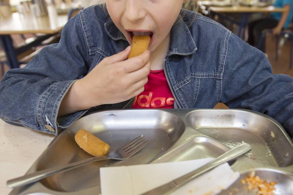La generalitat suspende el recuento de menores con for Becas comedor barcelona