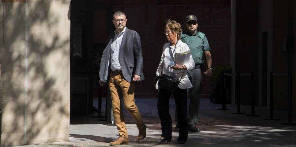 Jaume Clotet despues de ser interrogado por la Guardia Civil en el cuartel de Travesera de Gracia en Barcelona