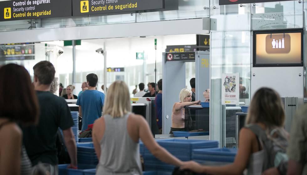 Los controles de seguridad de El Prat registraron ayer menos tiempo de espera.