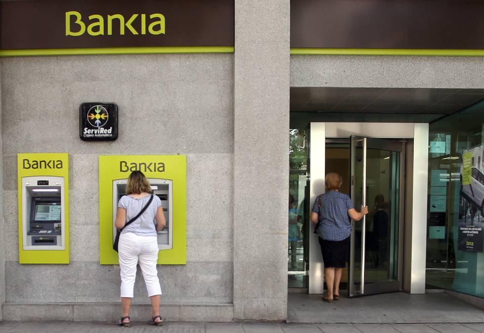 Unos encapuchados atracan una sucursal de bankia en madrid for Sucursales banco espana
