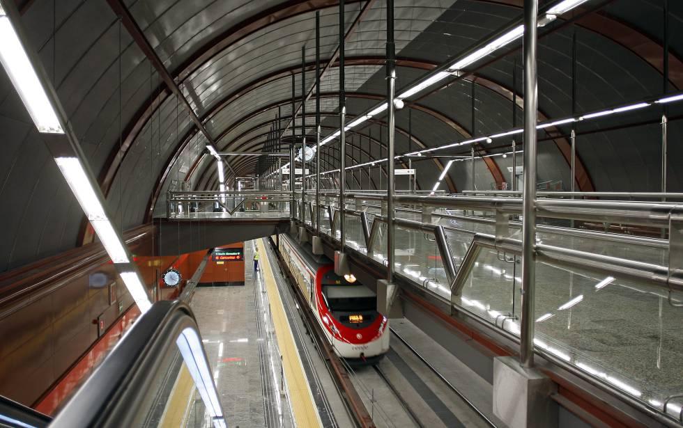 Interior de la estación de Cercanías de Sol.
