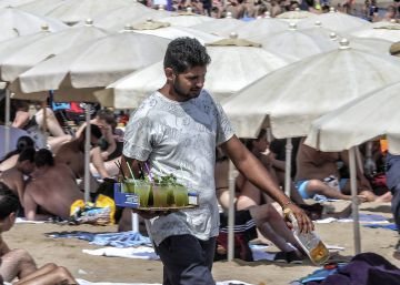 Fecal matter found in food and drink sold on Spanish beaches