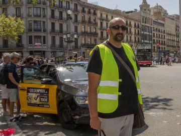 Cesc, taxista de 41 años, en Plaza de Catalunya.
